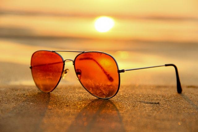 วิธีใส่แว่นกันแดด สำหรับคนสายตาสั้น ?